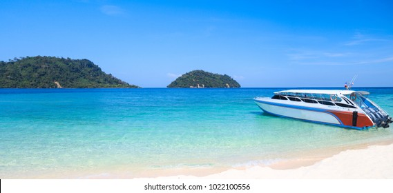 Speed boats parking on the white sandy  beautiful beach on Khai Island, Satun province, Thailand. The island is a famous tourist destination between Lipe island and the mainland.
