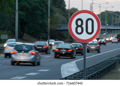 Speed limit sign with a traffic in the background