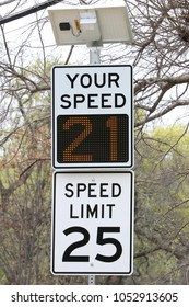 Speed sign with solar powered display: going below speed limit