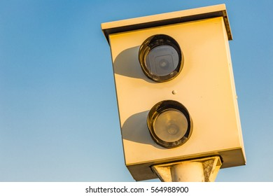 Speed trap camera for traffic control
