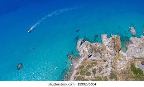 Speedboat in a beautiful ocean near the coastline, overhead aerial view, holiday concept.