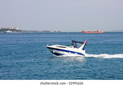 Speedboat drive its way in sea