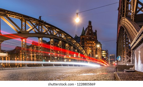 Speicherstadt in Hamburg, Bridge, old lights