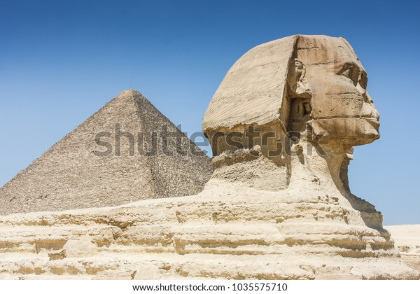 Sphinx in front of Gizeh pyramides