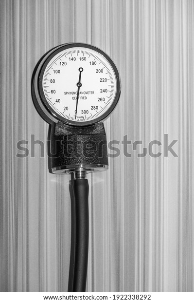 sphygmomanometer-noninvasive-blood-press