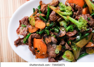 spicy beef stir fry with vegetables, a ketogenic diet meal