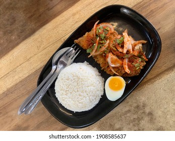 Spicy chicken salad with rice on wood table, The price is inexpensive, easy to find and buy at every Thai restaurant.