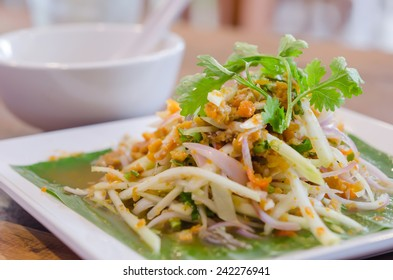Spicy crab eggs with mango salad