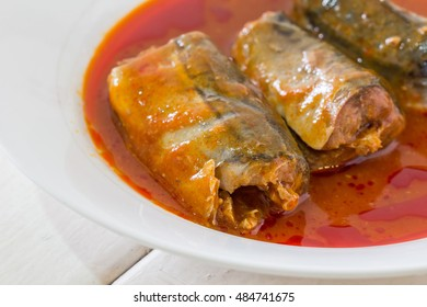 Spicy fish Canned Sardines Salad, canned fish in tomato sauce