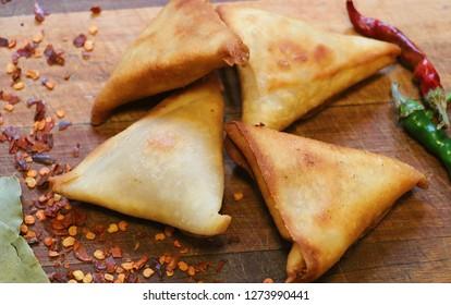 Spicy Indian samoosas
