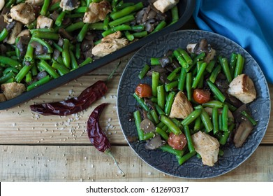 Spicy mix of green beans, cherry tomatoes, mushrooms, chicken meat baked with sesame seeds. Healthy and balanced eating
