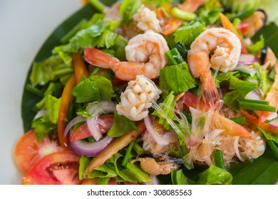 Spicy noodles with shrimp and vegetables