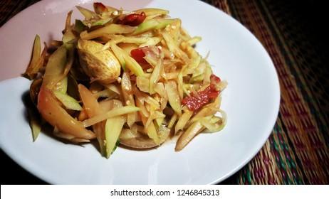 Spicy papaya salad, Popular Food in Thailand