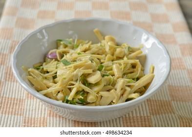 Spicy shredded bamboo-shoot salad