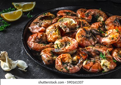 Spicy shrimps cooked with parsley, garlic and pepper-mix
