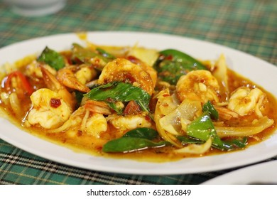 spicy stir fried shrimp with pepper and chili: high cholesterol diet