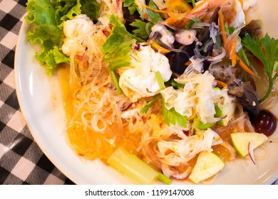 Spicy vermicelli and seafood salad