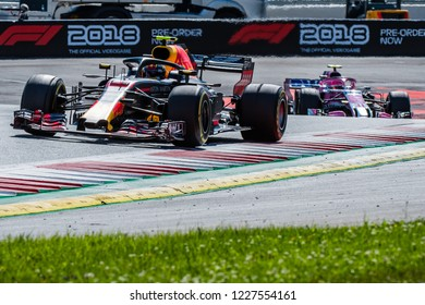 Spielberg/Austria - 07/01/2018 - Max Verstappen (NDL, Red Bull Racing) and Esteban Ocon (FRA, Force India) battling on track during the dying laps of the 2018 Austrian Grand Prix at the Red Bull Ring