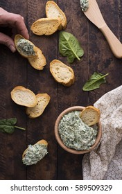 Spinach appetizer with bread