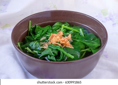 spinach clear soup with fried shallots / sayur bayam