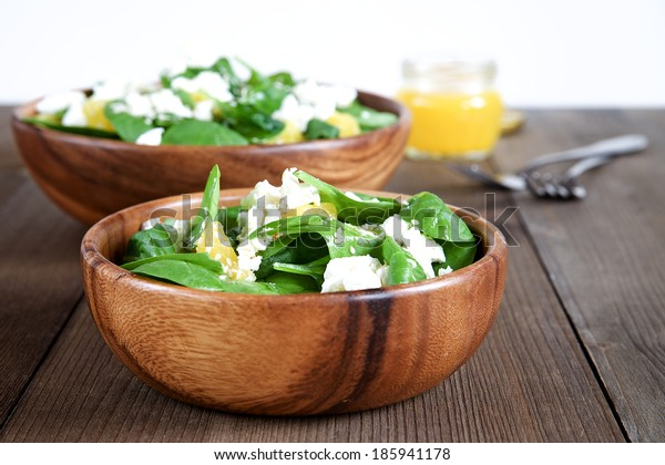 Spinach salad with oranges and sesame seeds