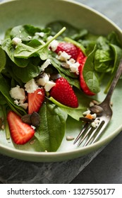 Spinach salad with strawberry and feta