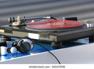 spinning dj disk and headphone