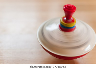 Spinning humming top