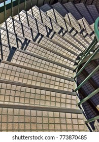 Spiral staircase treads with small tiling