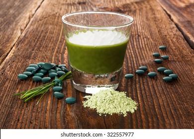 Spirulina, chlorella, barley and wheatgrass. Green supplement, superfood detox.