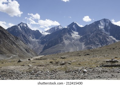 Spiti valley on the way to Kee gompa (Monastery),North India. Stock Photo: