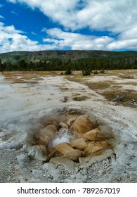 Spitting geyser - Yellowstone National Park
