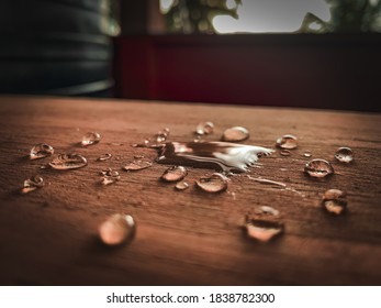 A splash of water on the table left some water droplets