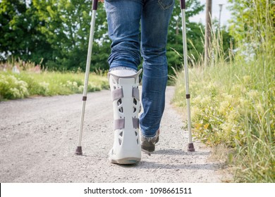 Splint in the foot area and lower leg area after rupture of the Achilles tendon