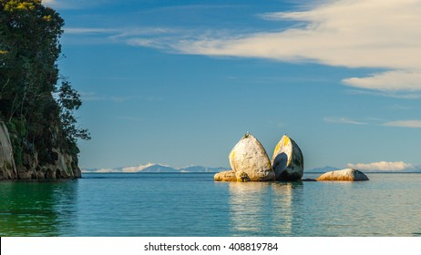 Split Apple Rock in Abel Tasman National Park