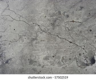 split crack pattern in white gray paint wall surface
