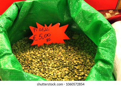 Split peas at market