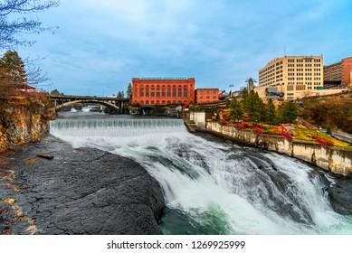 Spokane Falls And The City