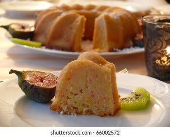 Sponge cake with fruit