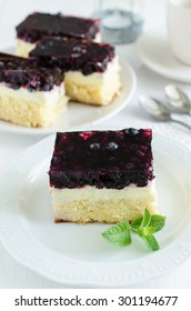 Sponge cake with vanilla pudding and blueberry jelly