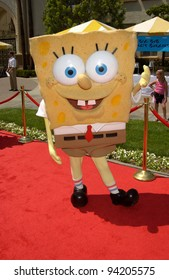 SPONGEBOB SQUAREPANTS at the Hollywood premiere of Hey Arnold! The Movie. 23JUN2002.  Paul Smith / Featureflash