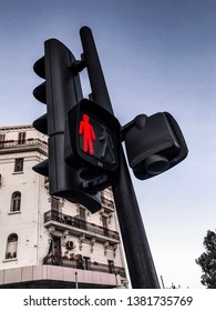 spontaneous shot of a stop light in algiers, i should say that the algerian community have to respect  more this signal for their safty