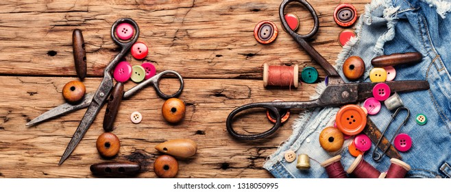 Spools of thread and basic sewing tools.Accessories for sewing, threads, buttons and cloth.Long banner