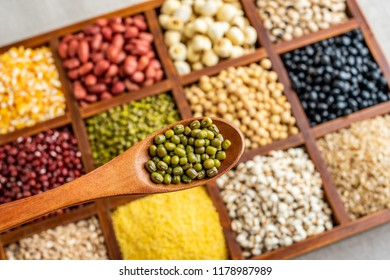 a spoonful of mung bean grains and grain background material