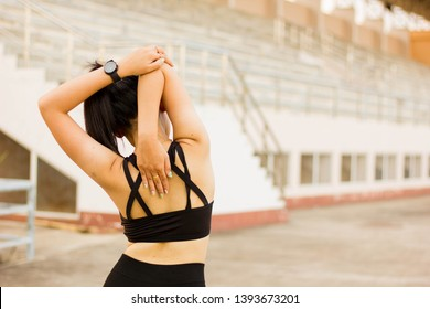 sport girl from Southeast Asia wearing black exercise clothes Forcefully stretching the upper arm