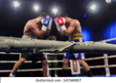 As in Sport as in life: a boxing match inside a ring
