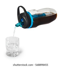 Sports bottle with a water filter. Water bottle filters dirty water and fill with clean, drinkable water to a glass.