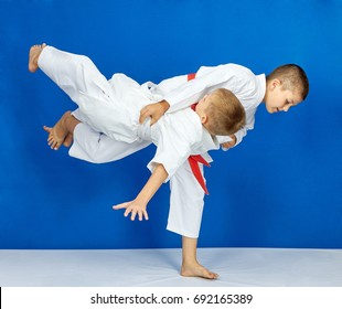 Sportsmens are training judo throws