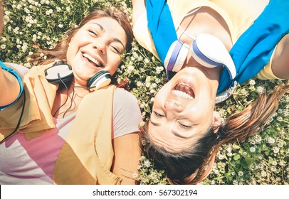 Sporty girlfriends taking selfie break at run training in park area - Happy fitness and fun sport concept with joyful young women girls - Vintage desaturated filter with soft contrasted color tones