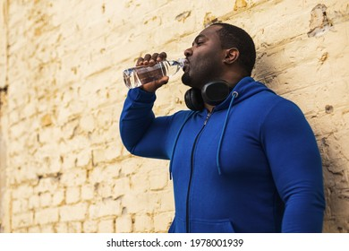 Sporty  man drinking water outdoor.